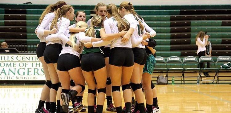 Varsity+Volleyball+Looks+to+Seniors+to+Lead