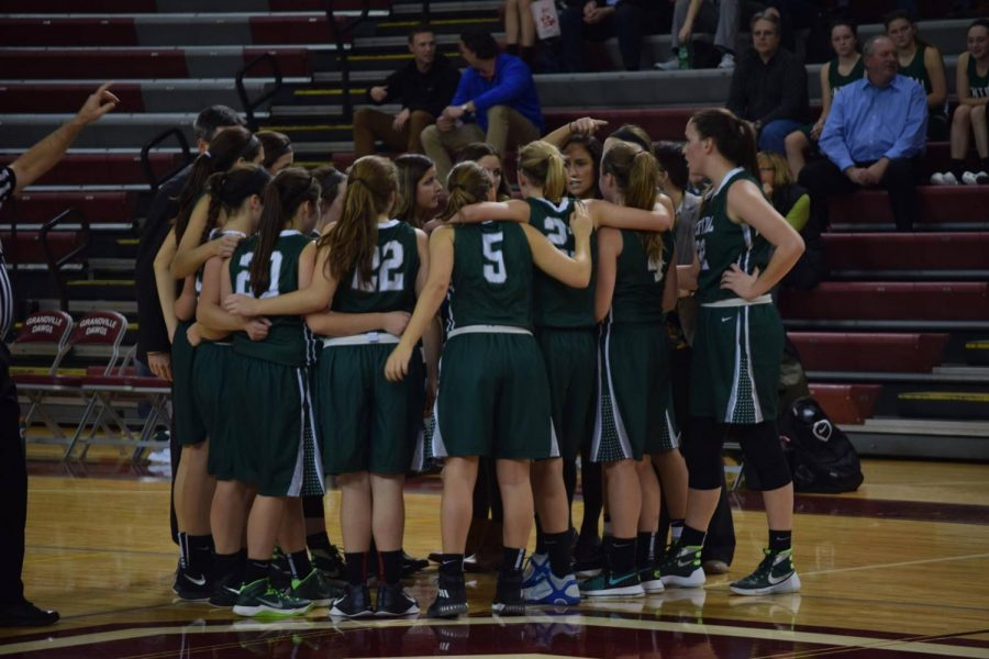 Girls+varsity+basketball+has+high+hopes+for+the+season+with+many+experienced+returners