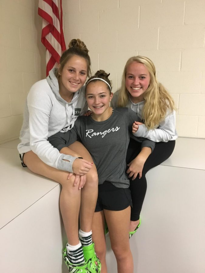 Entire girls dive team qualifies for State Meet