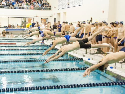 Boys swim and dive team goes 2-1 in the Battle Creek Lakeview Quad