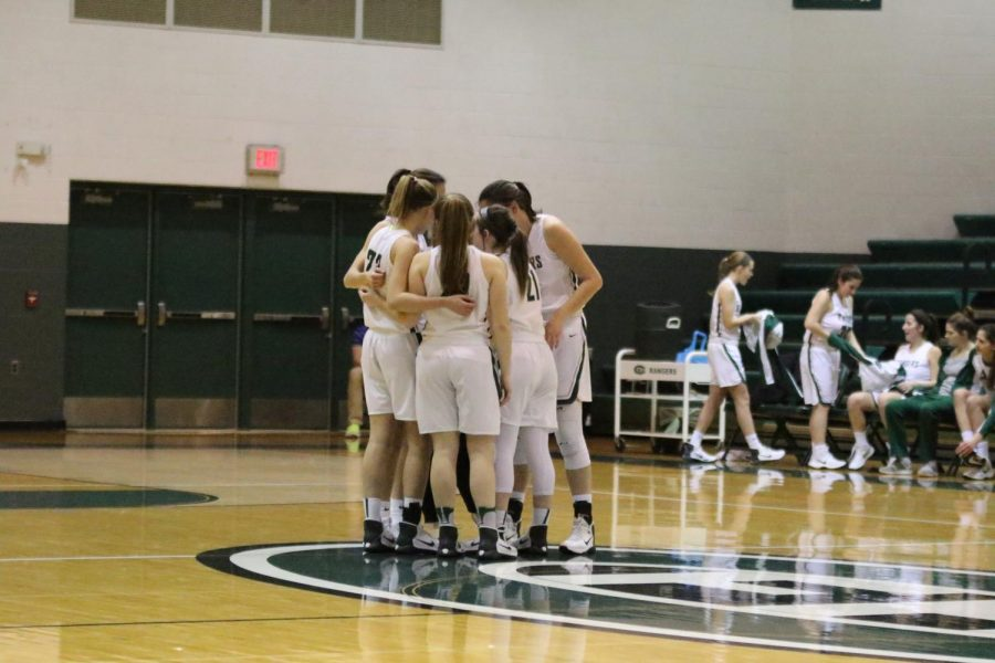 Girls+varsity+basketball+secures+third+straight+win+over+Wyoming+59-44