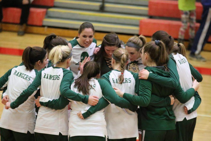 Girls+varsity+basketball+hangs+on+to+defeat+Cedar+Springs+41-37