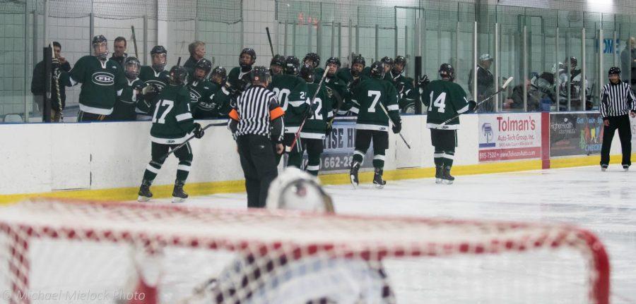 Varsity+hockey+bounces+back+to+defeat+Mona+Shores+3-1