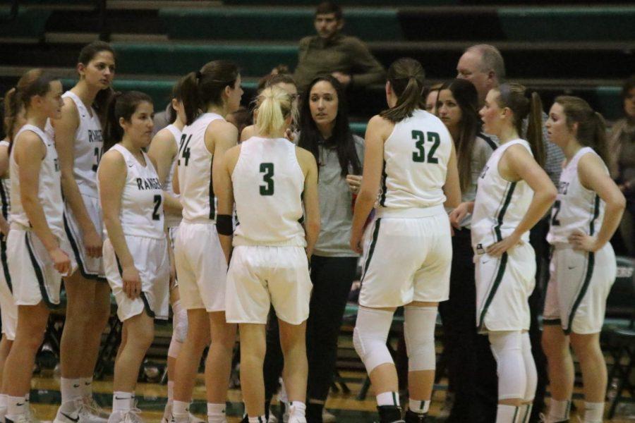 Girls+varsity+basketball+secures+key+win+over+Lowell+45-38