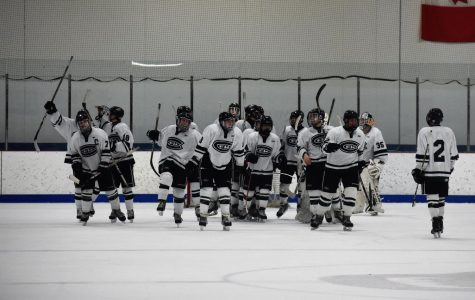 Hockey defeats East Kentwood 4-2 in regular season finale