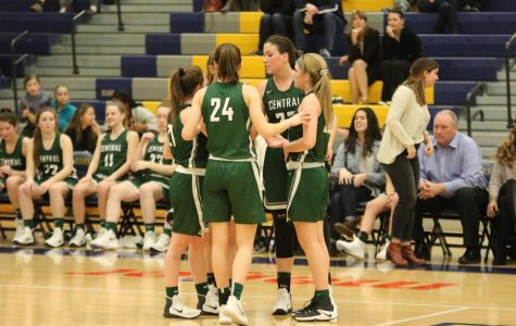 Girls varsity basketball suffers loss to EGR for season-ender