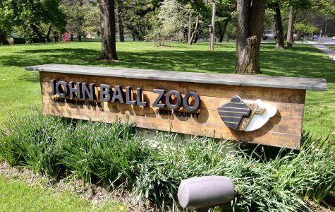 Biology students enhance classroom learning with a trip to John Ball Zoo