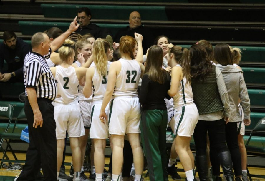 Girls+varsity+basketball+falls+behind+early%2C+loses+to+FHN+52-43