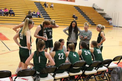 Girls varsity basketball falls in second consecutive loss to East Kentwood 64-36