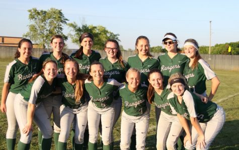 Varsity softball looks for success behind senior-heavy roster