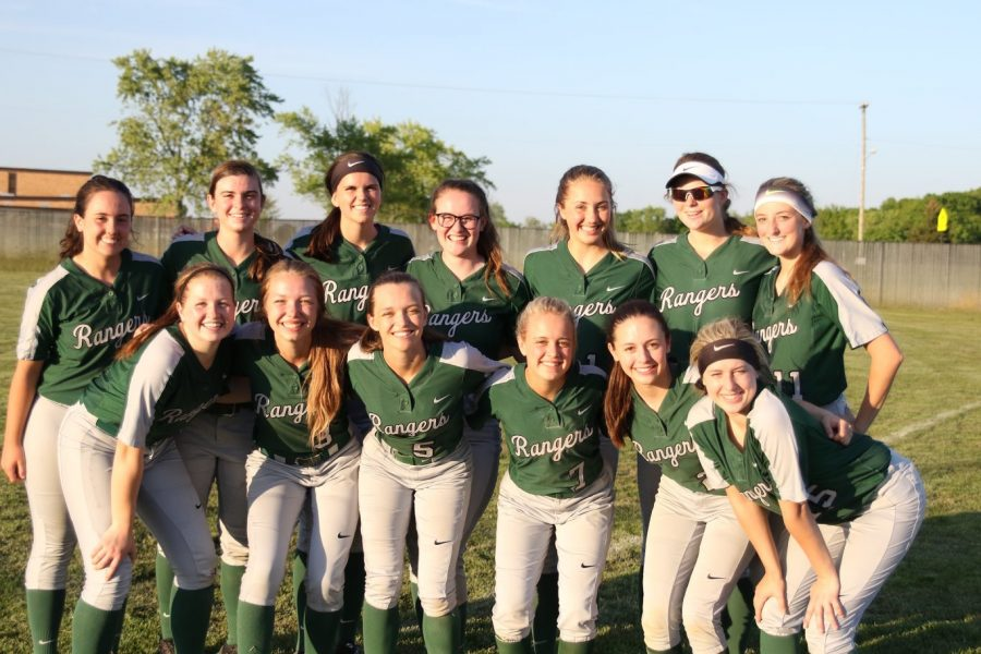 Varsity+softball+looks+for+success+behind+senior-heavy+roster
