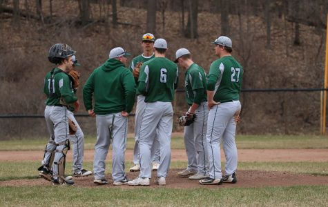 Varsity baseball picks up two conference wins over Northview