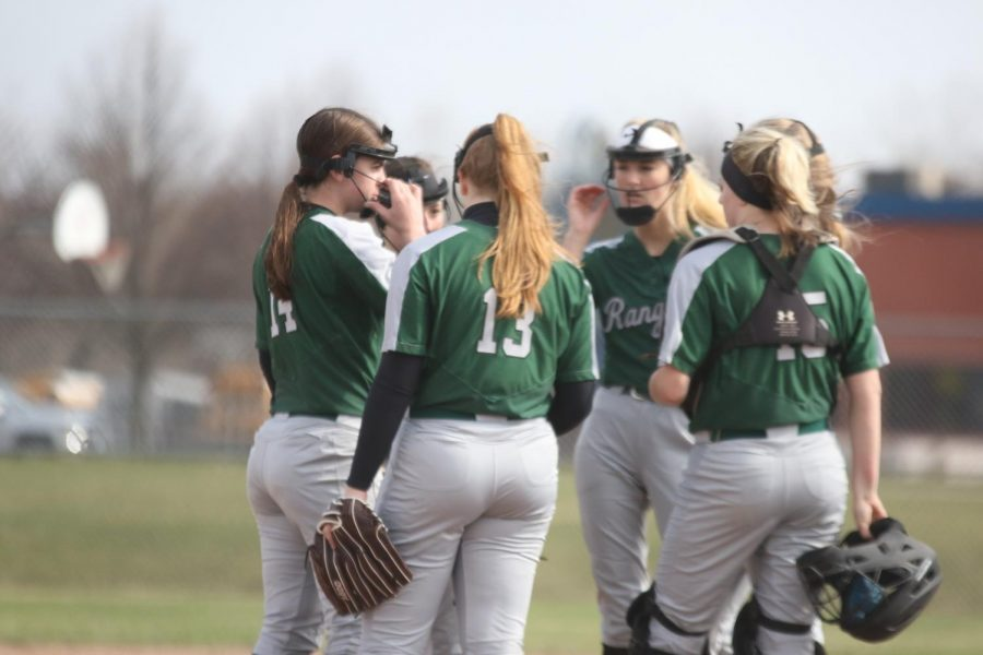Varsity softball has a successful week going 3-1