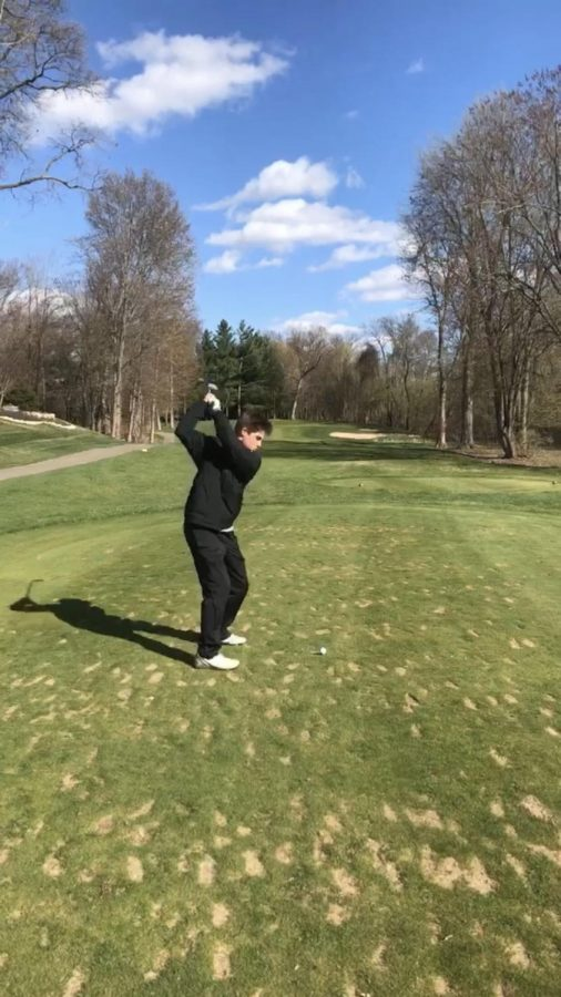 Isaiah+Huempfner+leads+boys+varsity+golf+in+Regionals+with+a+72