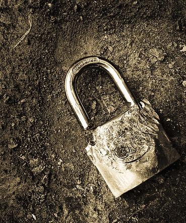 Inside the Garden: unfasten the lock, please