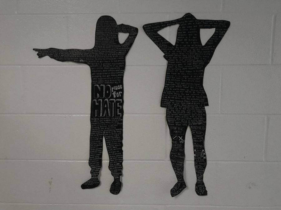 Through+the+creation+of+life-size+silhouettes%2C+students+in+Art+Survey+voice+their+concerns