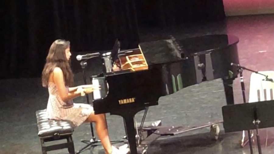 Marissa+Lunt+expresses+her+inner+voice+through+singing+and+songwriting