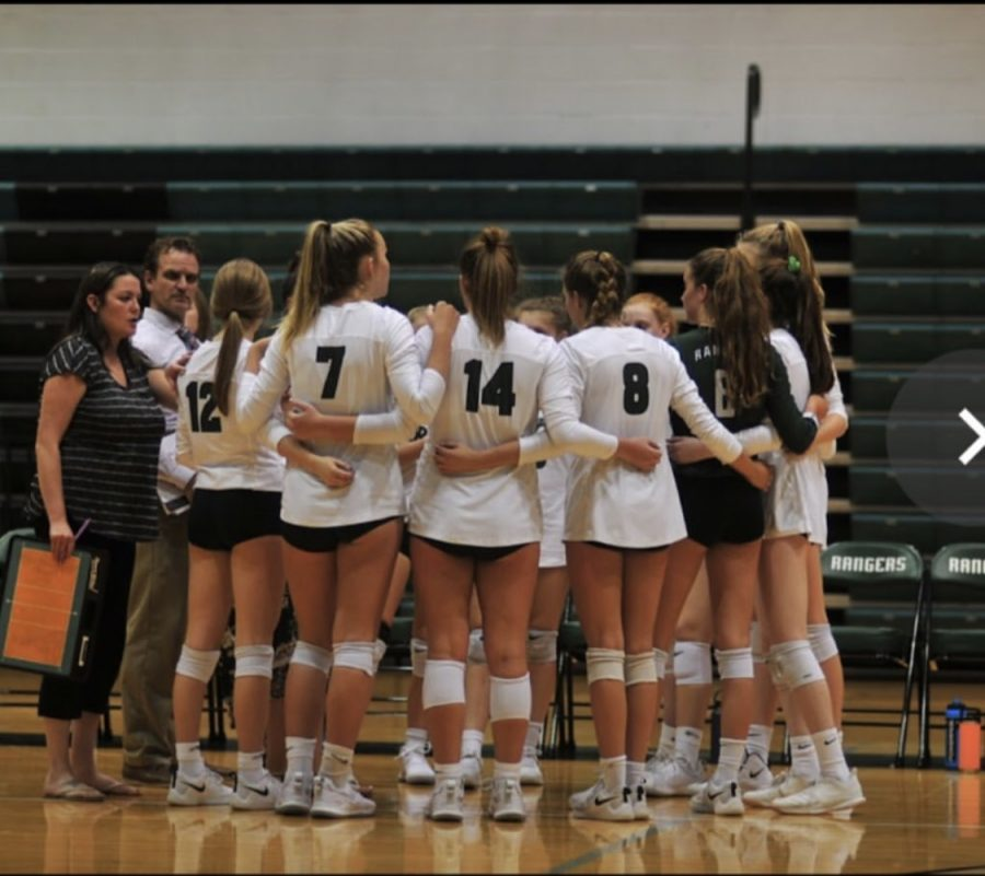 Varsity+volleyball+picks+up+a+win+on+senior+night+to+put+them+in+second+place+in+the+OK+White+conference