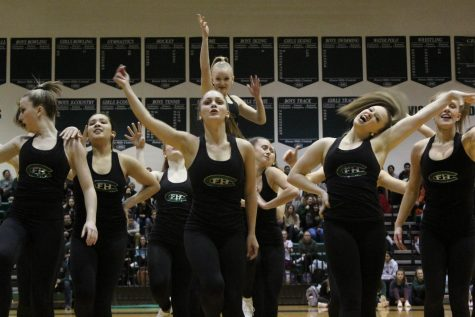"Varsity dance performs a special dance on ""I Understand"" mental health awareness night"
