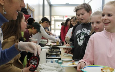 French students share crepes with middle school students to encourage taking the class