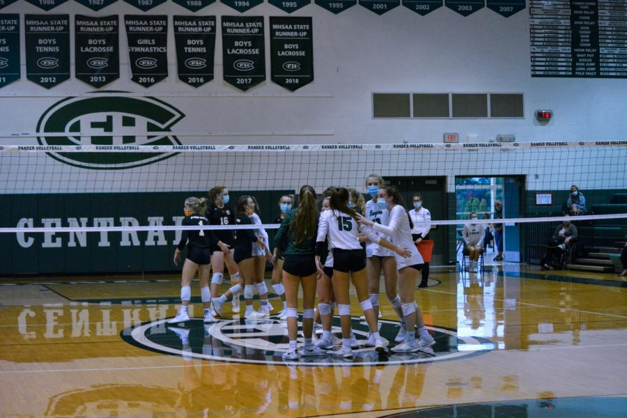 Varsity volleyball falls to Byron Center in five sets