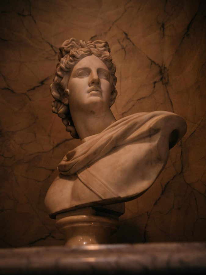 Pearls on the neck of vengeful art