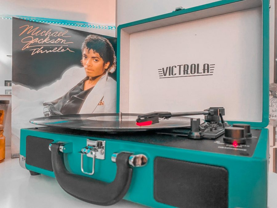 Victrola+record+player+and+Michael+Jackson%27s+%22Thriller%22+album.